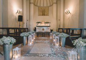 trouwen in toscane - bloemen en decoratie in kerk - funkybird -bloemist in toscane
